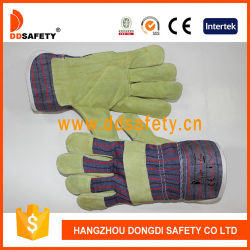 Coller une bande du brassard de coton de gros de retour des gants de sécurité en cuir