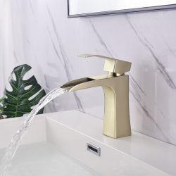 工場はCupc Faucetsによって304ステンレス鋼のブラシをかけられたニッケルの熱く、冷たい単一のレバーハンドルの洗面器の混合弁を指示する