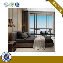 モダンで最新の木製のクイーンサイズのダブルベッドが、ホームホテルのためにデザインされている