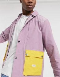 Il modo copre il rivestimento ad alto livello del cappotto dell'indumento dei vestiti