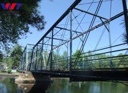 La moitié par le biais de Truss Bridge