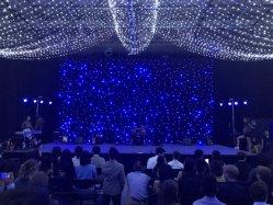 De Fonkelende Ster van het blauwe & Witte LEIDENE van de Lamp Gordijn van de Ster voor de Achtergrond van het Huwelijk van het Stadium