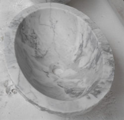 浴室の庭の景色のためのStatuarioの自然な石造りの白い大理石の流し