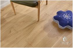 世帯のホワイトオークの設計された寄木細工の床のフロアーリングまたは堅木張りの床または純木のフロアーリング