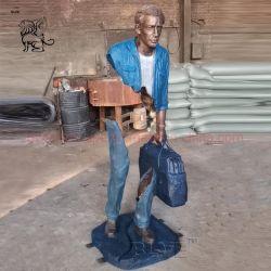 Famoso Jardim ornamentos de metal Arte Vida esculturas em bronze de tamanho Bruno Estátua com a mala
