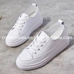 Novas mídias físicas Lady calçados de couro branco em stock