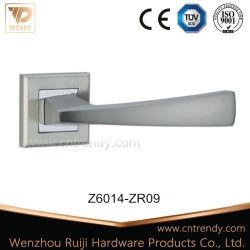 Un style simple plaque Nickle les poignées de porte en bois en alliage de zinc sur la plaque carrée (Z6014-ZR09)