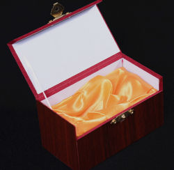 Caja de madera de los regalos de la cubierta del papel del grano