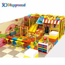 Atividade do Parque Temático candi playground coberto crianças brincam define
