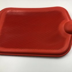 سخان مطاطي طبيعي حقيبة قنينة مياه ساخنة طبية مختلفة الحجم مع الغطاء