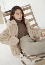 2021 Moda Mujer nuevo invierno más cálido Outwear elegante blanco Cony corto pelo gris clásicos Ocio Hoodie chica joven sobretodo