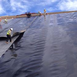 0.5mm 0.75mm 1mm 1.5mm 2.0mm ASTM GM13 耐浸出性防水仕様 Pond Landfill Mining 用の滑らかなテクスチャ加工高密度 HDPE ジオメンブレン ウォーターライナー