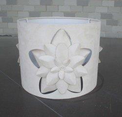 Flor de corte láser 3D tonos crema, de Gamuza sintética de tc