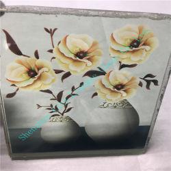 Vidro artístico elegante com bela flor dentro