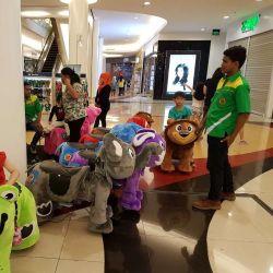 プラシ天の動物の電気スクーターによって詰められる乗車は電気おもちゃ車をからかう