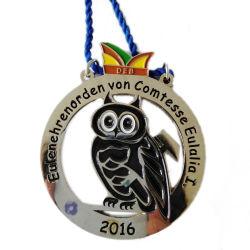 カスタマイズされたリボンのスケートで滑るゲームのスポーツメダルバッジが付いているスポンジのエヴァの連続したメダルが付いているメダルのための昇進のプラスチックギフト用の箱