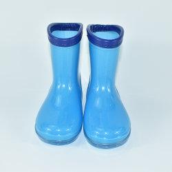 PVC 아이를 위한 파란 장화 또는 단화