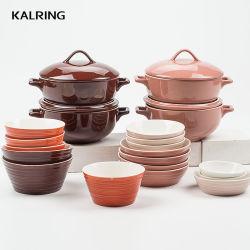 La ciotola di ceramica della porcellana della tazza con la tazza del coperchio con imprime e colora la glassa