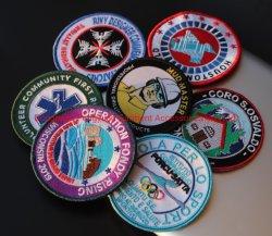 紋章のバッジの衣類のための高品質の刺繍そして編まれたパッチ