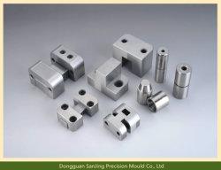 OEMのアルミニウム自動車のスペアーの高精度の金属型CNCの機械装置部品