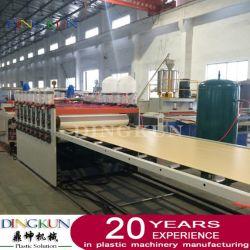 آلة صنع لوح إسفنجي من البولي فينيل كلوريد (PVC) بقشرة WPC / قالب البناء وماكينات لوحة الأثاث