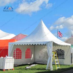 310mは屋外の白いキャンバスの塔党イベントのテントの望楼に及ぶ