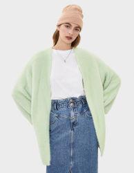 더하기 크기 여자는 가짜 모피 스웨터 재킷을 입는다