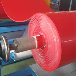 ورقة مطاطية طبيعية ملونة باللون الأحمر في المصنع