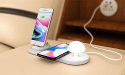 小さいきのこ夜ランプを持つSmartphone充満端末の無線充電器