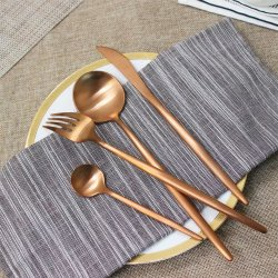 贅沢18/10結婚式かホテルのためにセットされる銅PVDの食事用器具類セット、低いMOQのステンレス鋼のローズの金または金PVDのコーティングの平皿類