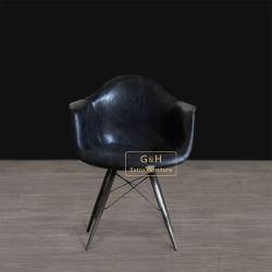 De Stoel van Herman Miller Eames Dar Dining
