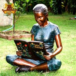 La taille de la vie personnalisé à la cire perdue bronze coulé fille statue sur le jardin de lecture