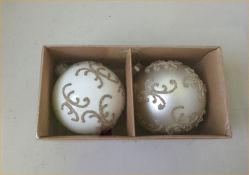 Peinture à la main d'ornements de Noël en verre en forme ronde