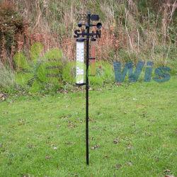 La station météorologique de jauge de pluie et le thermomètre
