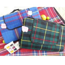 Replier le style des couvertures de pique-nique treillis de fibres acryliques étanche Couverture de pique-nique le commerce de gros Qh-008