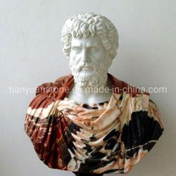 En el interior de la piedra romana tallada de mármol de la Estatua de la cabeza soldado guerrero de la talla Busto Escultura