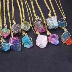 多彩な未加工の石の金の宝石類 - 不均一で多彩なネックレスの金の鎖の性質の石の宝石類女性のための自然な水晶石のペンダントのネックレス
