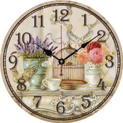 Um Pêndulo de madeira antigo relógio de parede