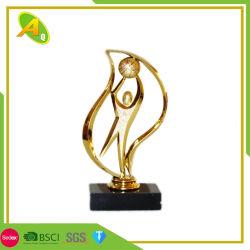 カスタマイズされた工場供給の銅の物質的なスポーツのフットボールまたはサッカーメダル賞のトロフィの記念品(010)