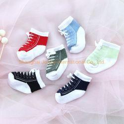De pasgeboren Baby mept rechtstreeks 2020 Nieuwe van de Katoenen van de Sokken van de Baby van het Kant van de Schoenen van de Sporten van de Sokken van de Baby van 0-12 Maanden van de Aankomst In het groot Sokken Baby van Kinderen
