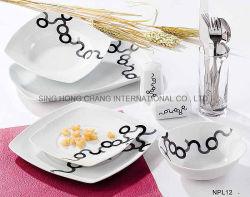 Het vierkante die Diner van het Porselein met Elegant Ontwerp wordt geplaatst
