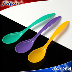 Ensalada de cuchara de plástico