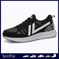 Calzature chiare pareggianti delle scarpe da tennis di Flyknit di estate delle donne