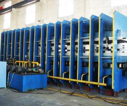 مطبعة Vulcanizing لخط إنتاج حزام الناقل المطاطي