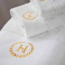 Serviette de bain de luxe défini pour l'hôtel /SPA avec logo de la frontière