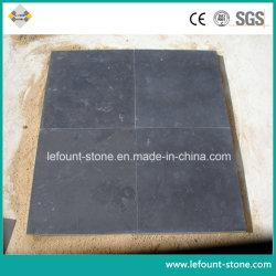 砥石で研がれた黒い石灰岩