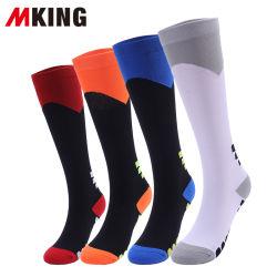 Neues Form-Knie-hohe Komprimierung-Socken gebildet im Nylon