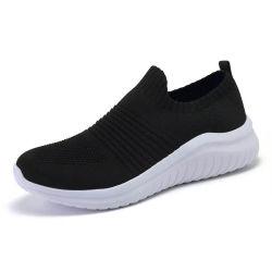 Для отдыхающих соткать женщина спортивную обувь