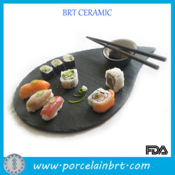 Jeu de la céramique en forme de feuilles qui sert des sushis le bac