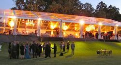 Chapiteau de plein air belle fête banquet de mariage tente de l'événement